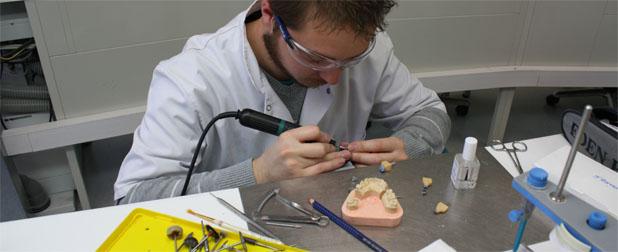 prothesiste dentaire videos Edgo est une école proposant de nombreuses formations de prothésiste dentaire sur nantes : cap, bep, bac pro,  wwwedgo-prothesiste-dentairefr.